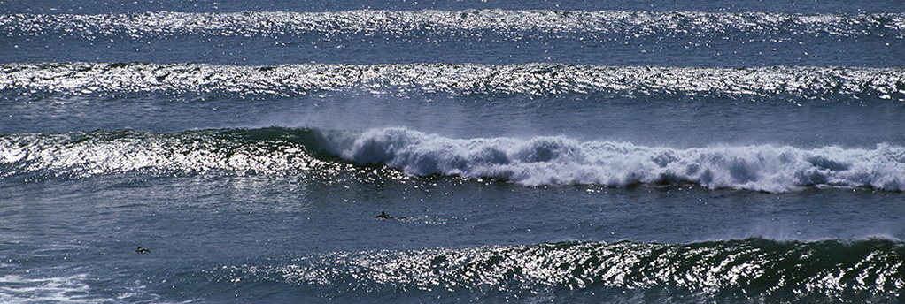 breaking waves lines of swell